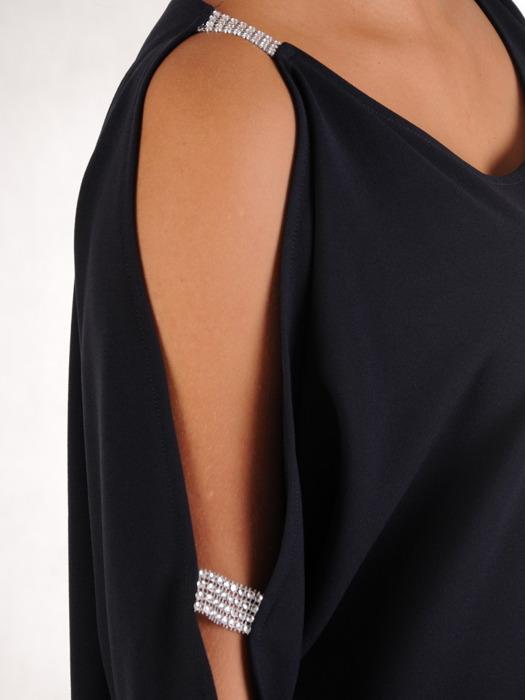 Dzianinowa sukienka z ozdobnymi rozcięciami na rękawach 22819