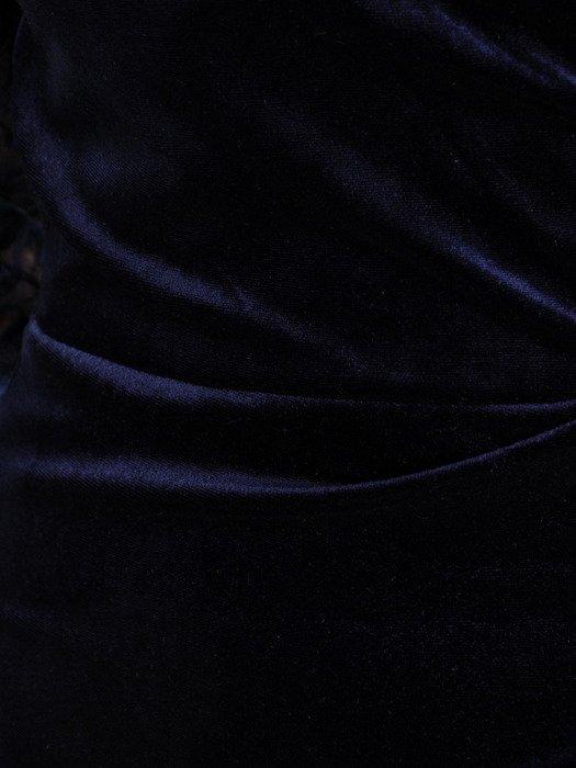 Aksamitna sukienka z marszczonym, kopertowym dekoltem 18788