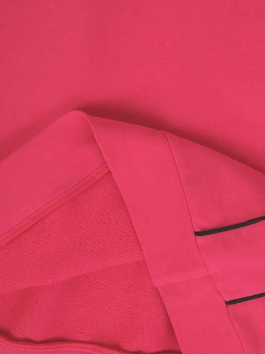 Amarantowa sukienka damska, sportowa kreacja z dzianiny 28568
