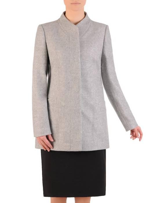 Beżowy damski płaszcz z ozdobnymi przeszyciami i stójką 28729