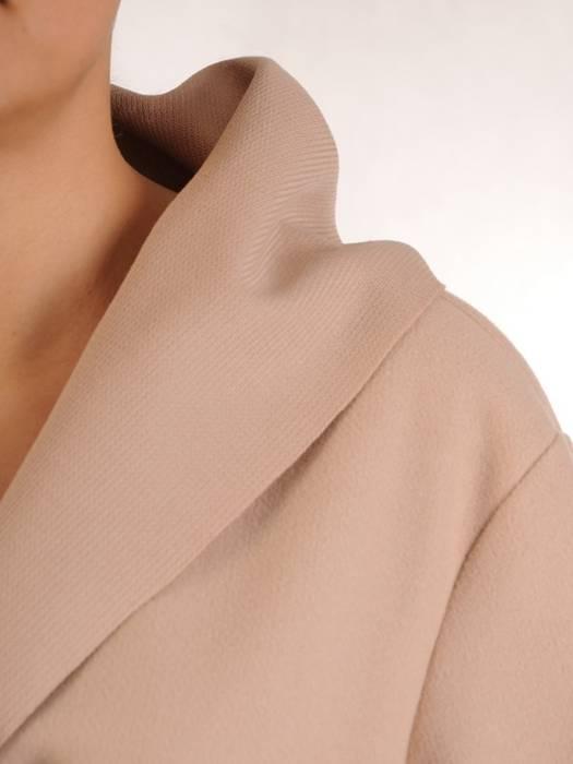 Beżowy płaszcz damski wiązany w pasie 28957