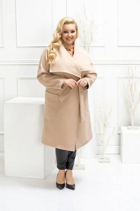 Beżowy płaszcz damski wiązany w pasie 29010