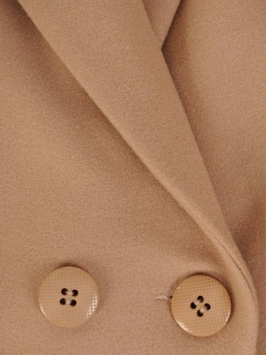 Beżowy płaszcz damski z kieszeniami 28727