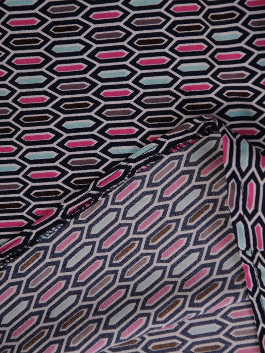 Bluzka z żabotem w geometryczne wzory 20152.
