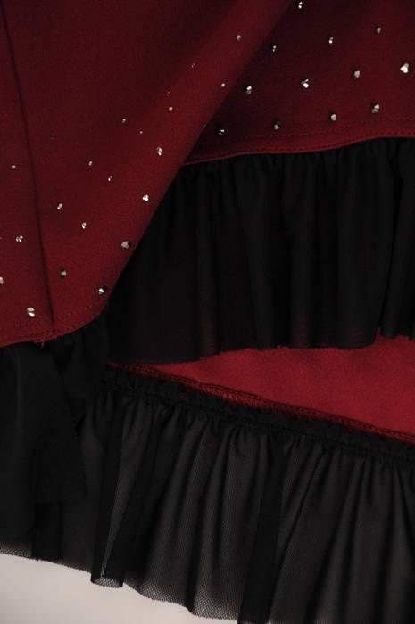 Bordowa prosta sukienka z ozdobnymi dżetami 28066