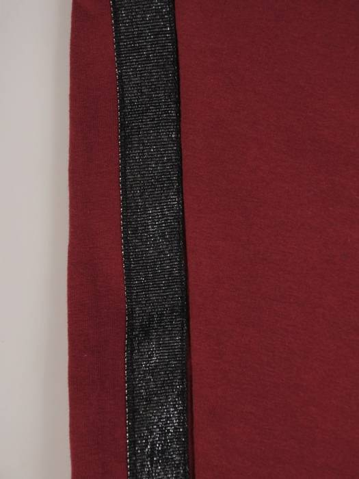 Bordowy komplet dresowy z ozdobnymi tasiemkami 28691