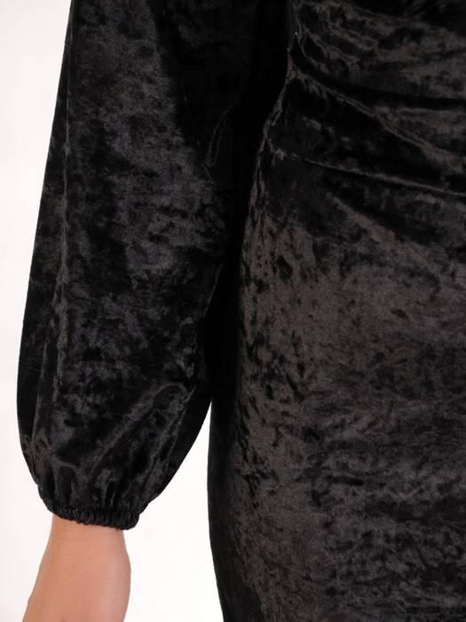 Czarna aksamitna sukienka z kopertowym dekoltem 27609