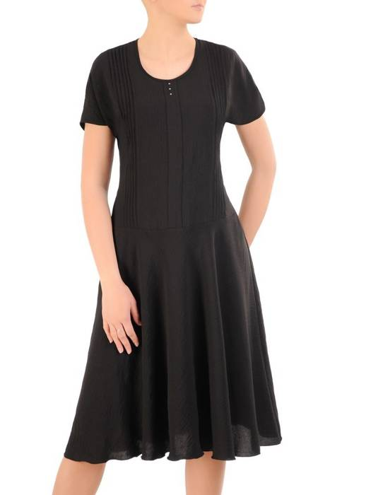 Czarna, kreszowana sukienka z ozdobnymi przeszyciami  29895