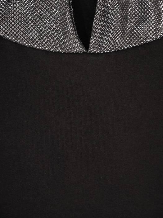 Czarna sukienka z kapturem i połyskującymi dodatkami 28625