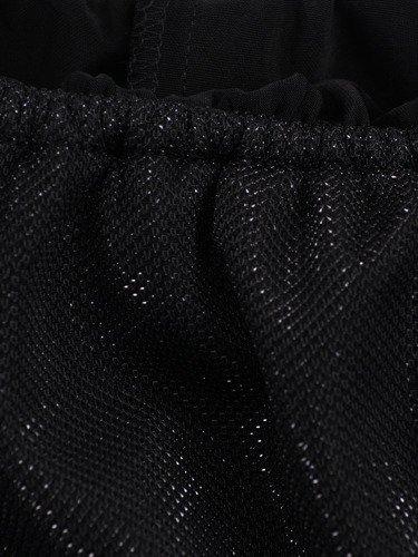 Czarna sukienka z odkrytymi ramionami 14164, elegancka kreacja z błyszczącej dzianiny.