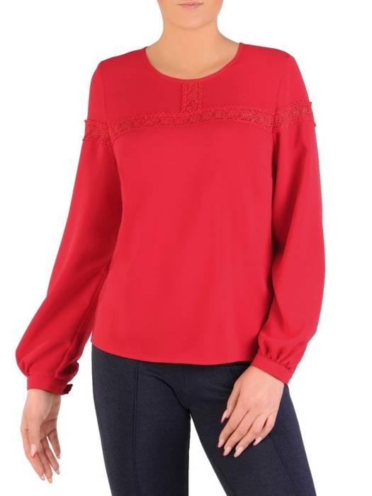 Czerwona bluzka z ozdobną, koronkową aplikacją przy dekolcie 28037