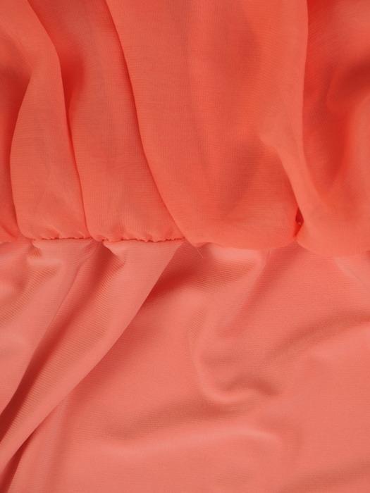 Dwuwarstwowa sukienka z szyfonu Deoniza III, modna kreacja maskująca brzuch.