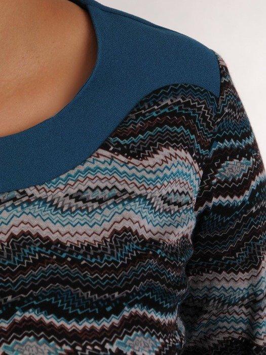 Dzianinowa sukienka z baskinką, jesienna kreacja w modny wzór 23884