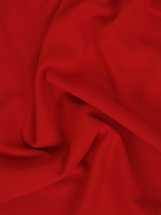 Dzianinowa sukienka z dekoltem w serek 18303, atrakcyjna kreacja w kolorze czerwonym.
