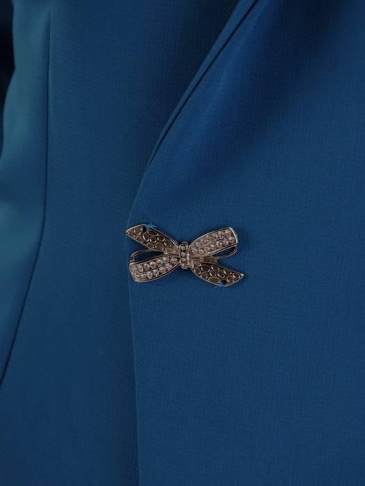 Elegancka turkusowa sukienka, kreacja z ozdobnie wyciętym przodem 27178
