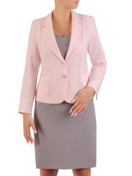 Elegancki pudrowo różowy żakiet, zapinany na guziki 26765