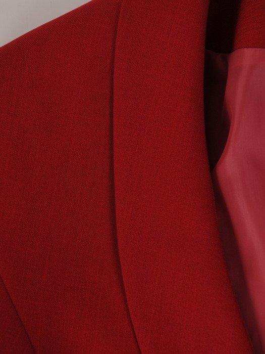 Garsonka damska, czerwona spódnica z modnym żakietem 19611.