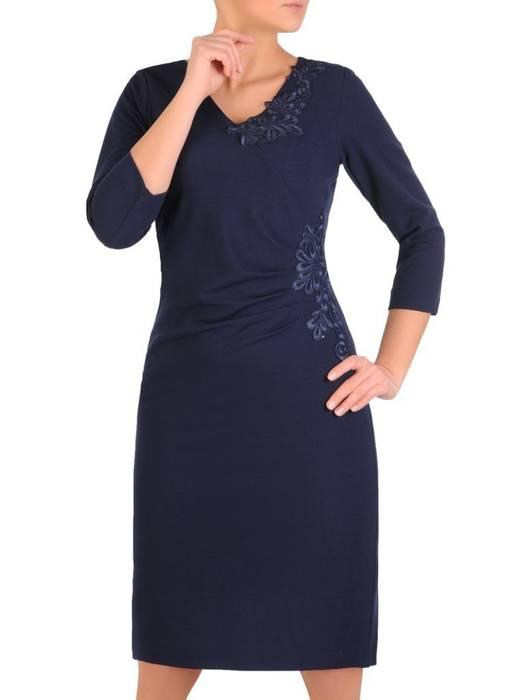 Granatowa sukienka z ozdobnymi aplikacjami z koronki 28309