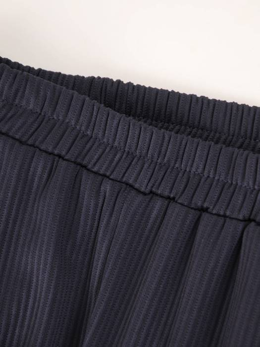Granatowy dres damski z ozdobnymi lamówkami 28569