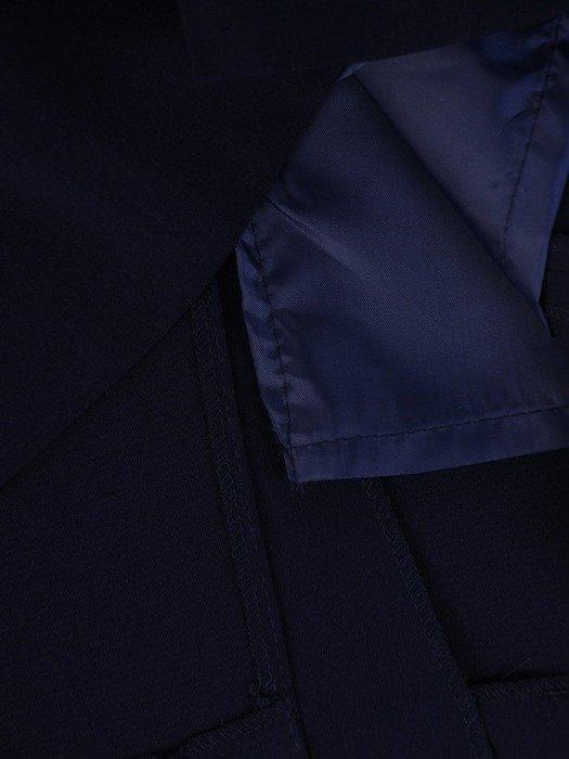 Klasyczna garsonka z kraciastym żakietem i czarną spódnicą 25868