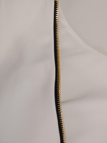 Klasyczna sukienka z ozdobnym suwakiem na plecach Iwitta I.