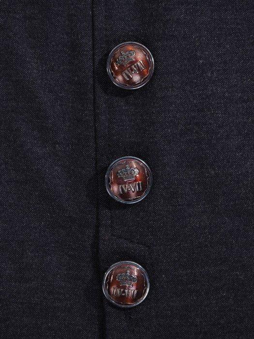 Kolekcja 28374, efektownie marszczony żakiet i spódnica z guzikami