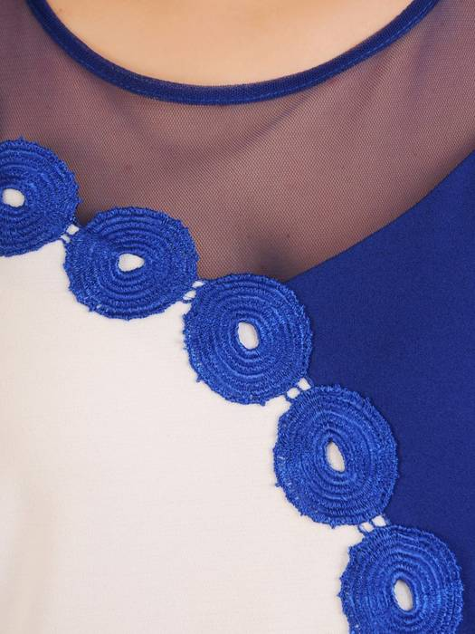Kontrastowa sukienka z modną aplikacją 29870