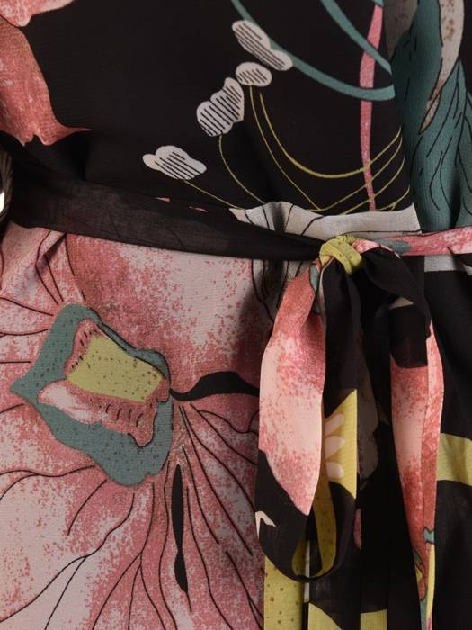 Kopertowa sukienka w kwiaty z ozdobnymi rozcięciami na rękawach 29001