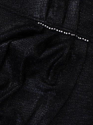 Kopertowa sukienka z marszczoną zakładką 14360, kreacja z błyszczącej tkaniny.