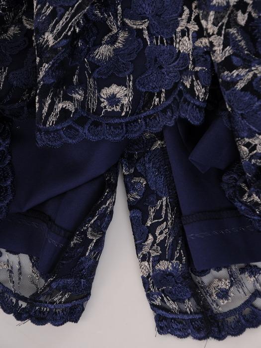 Koronkowa sukienka z wyszczuplającymi wstawkami 22047