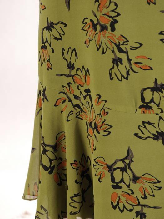 Luźna sukienka z szyfonu, kreacja z ozdobnym wiązaniem na dekolcie 30676