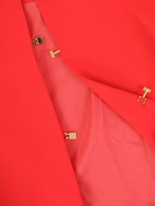 Malinowy żakiet zapinany na ozdobne haftki 30345