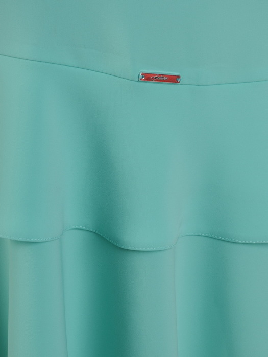 Miętowa sukienka z modnymi falbanami, kreacja na lato 21843
