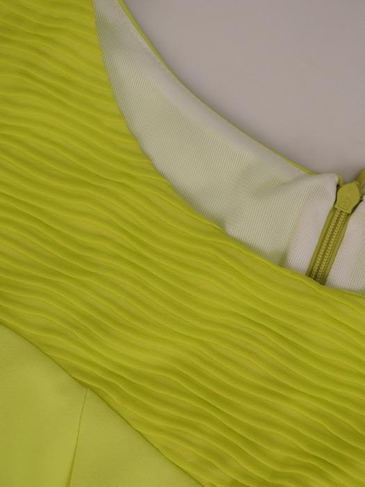 Pistacjowa sukienka z ozdobnymi, marszczonymi wstawkami 20872