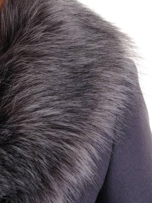Płaszcz fioletowy z futrzaną etolą i wiązanym paskiem 27784
