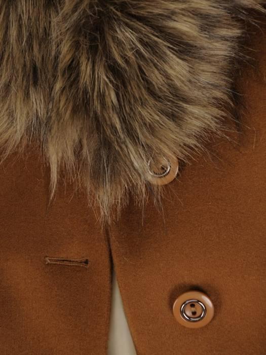Płaszcz rudy z futrzaną etolą i wiązanym paskiem 27791