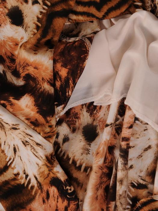 Plisowana sukienka ze zwierzęcym nadrukiem 20538