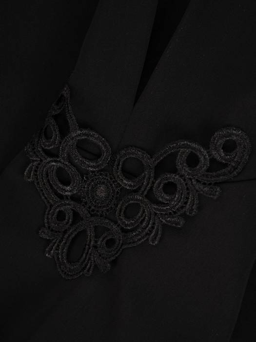 Prosta, czarna bluzka damska z efektownym wykończeniem rękawa 27940