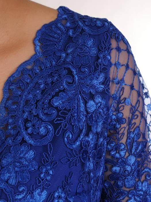 Prosta sukienka chabrowa z kopertowym dekoltem, kreacja na wesele 29462