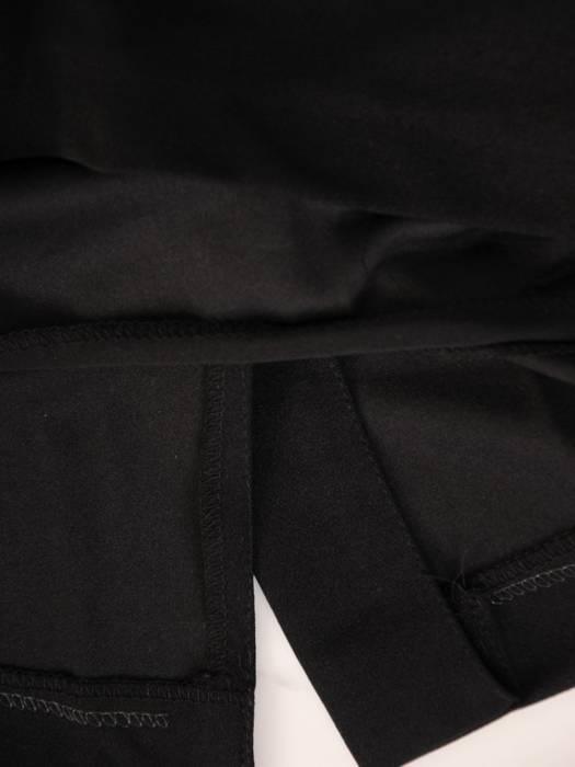 Prosta sukienka z dzianiny, kreacja z ozdobnymi wstawkami na rękawach 30464