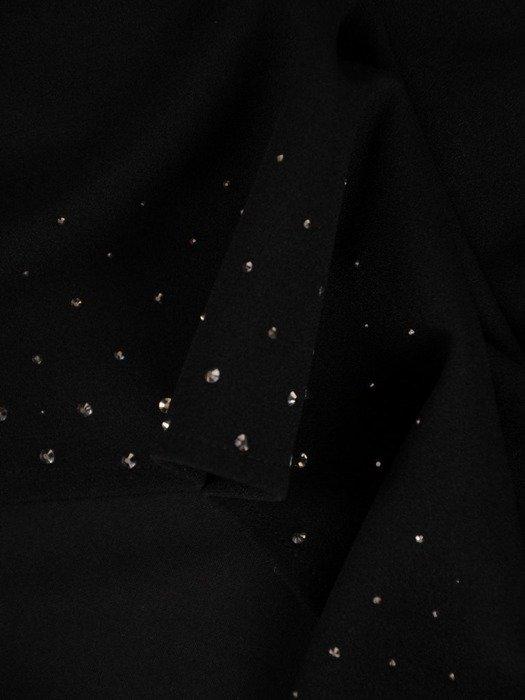 Prosta sukienka z dzianiny zdobiona połyskującymi dżetami 24276