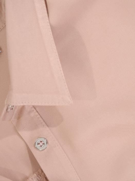 Pudrowa koszula z ozdobną kieszonką 29062