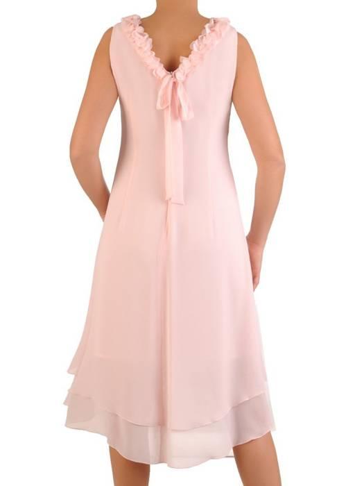 Pudrowa sukienka z ozdobnie wykończonym dekoltem na plecach 28286