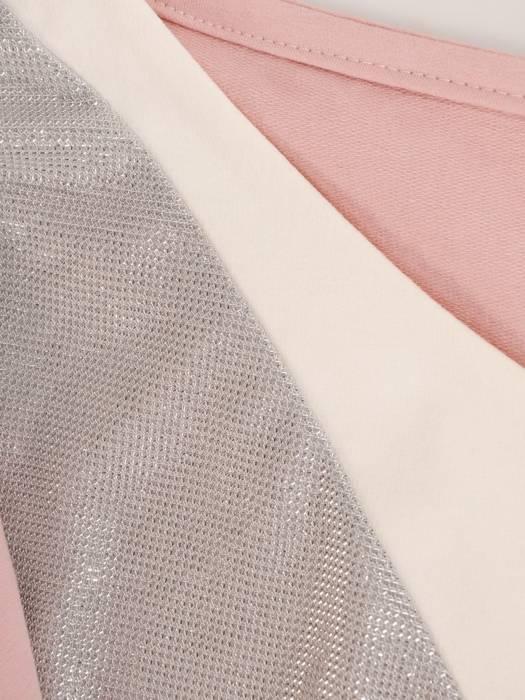 Pudrowy komplet dresowy z ozdobną bluzą 28710