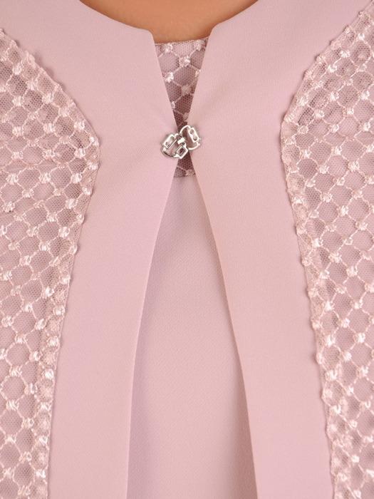 Pudrowy kostium z długą, koronkową narzutką 21312