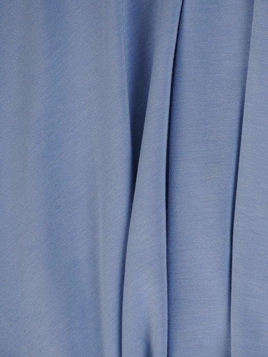 Rozkloszowana sukienka z dzianiny Taisa I, kreacja z dekoltem V.