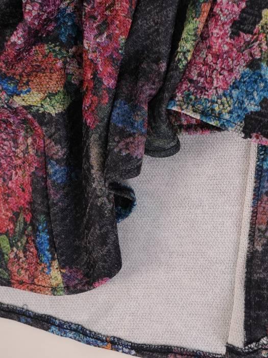 Rozkloszowana sukienka z dzianiny, kreacja z paskiem 27006