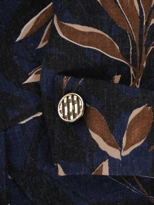 Rozkloszowana sukienka z paskiem, modna kreacja z kołnierzem 27055