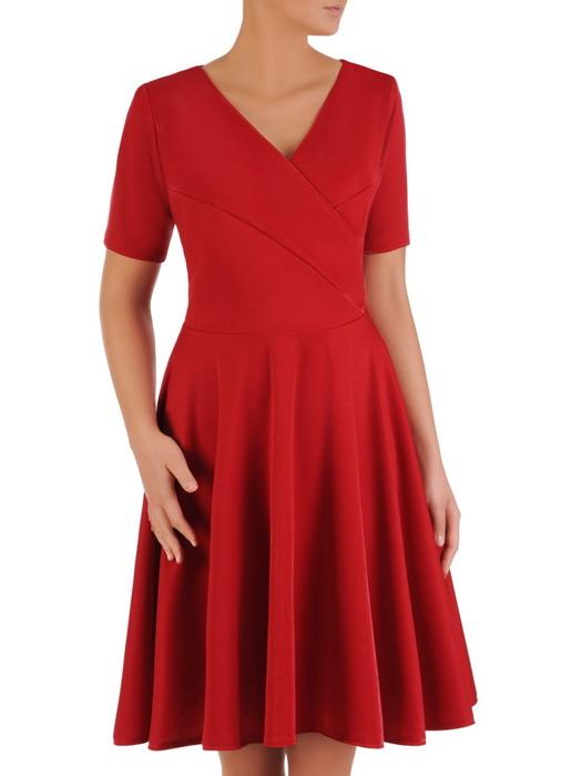 Rozkloszowana sukienka z połyskującej dzianiny, czerwona kreacja kopertowa 22885