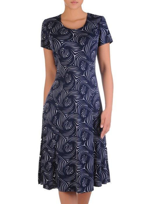 Rozkloszowana sukienka z wzorzystej dzianiny 16983.